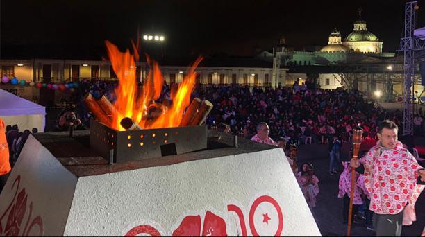 La Fiesta del Fuego se realizó en la Plaza de San Francisco, en el centro de Quito, este 29 de noviembre del 2019. Foto: Eduardo Terán/ EL COMERCIO