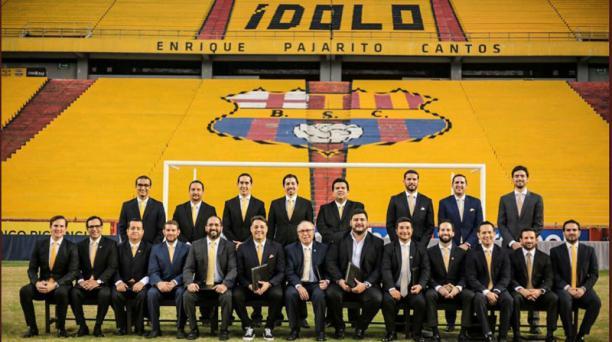 Imagen de la nueva directiva del Barcelona Sporting Club para el periodo 2020-2023 encabezada por el exfutbolista Carlos Alejandro Alfaro Moreno, tomada de la cuenta de Twitter @BarcelonaSC