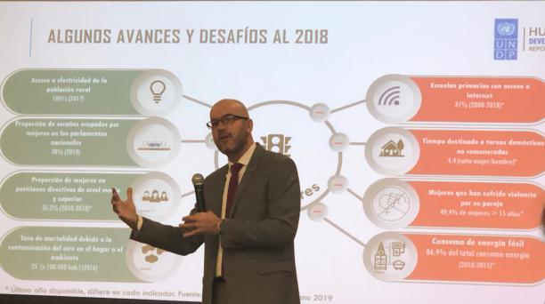 Fernando Pachano, del PNUD, expuso los avances y desafíos de Ecuador en cuanto a desarrollo humano. Foto: EL COMERCIO