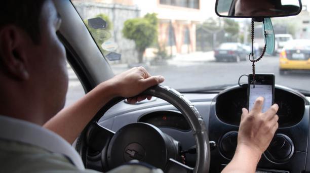 Uber es una de las aplicaciones que podría ser gravada con 12% de IVA. Foto: Archivo / EL COMERCIO