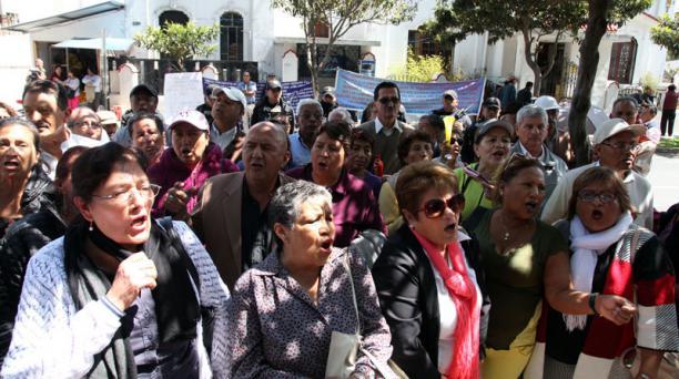 El Gobierno comenzó a pagar el 40% de aporte al fondo de pensiones del IESS. Foto: Archivo/ EL COMERCIO.