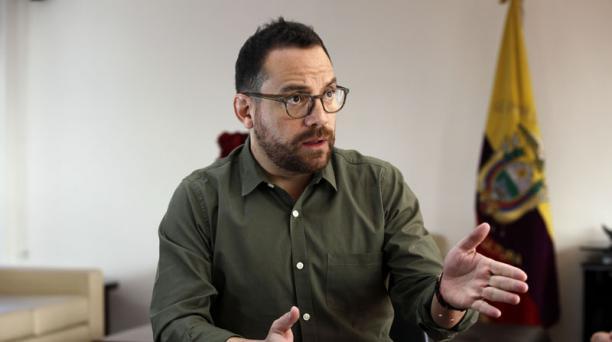 El ministro de cultura y patrimonio, Juan Fernando Velasco, asegura que se trabaja en un plan de emergencia para cuidar a los trabajadores y a los bienes patrimoniales que están en el edificio Aranjuez, que podría colapsar en un sismo severo, según advirt
