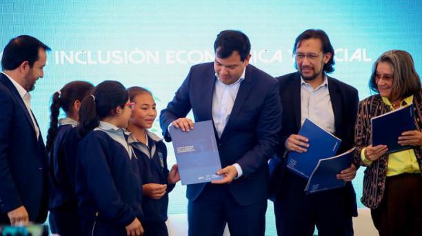 La Asamblea Nacional recibió el proyecto de reforma al Código de la Niñez y Adolescencia (CONA) de parte del Ministerio de Inclusión Económica y Social (Mies) y del Consejo Nacional para la Igualdad Intergeneracional. Foto: Flickr Asamblea
