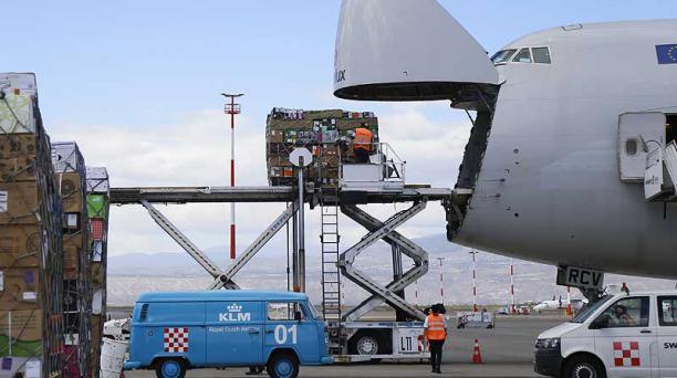 Cargolux llevó el pasado viernes los primeros cargamentos de flores a Europa. Foto: Diego Pallero / EL COMERCIO