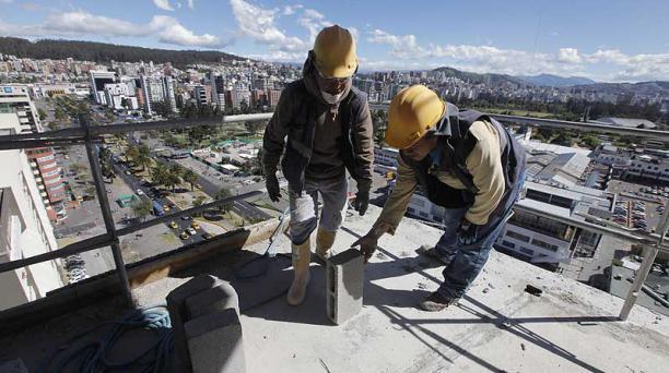 El edificio Diamond Signature, de la constructora Andrade Rodas, es levantado en Jardines del Batán, norte de Quito. Foto: Patricio Terán / EL COMERCIO