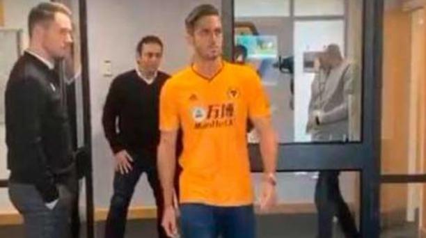 El delantero Guayaquileño, Leonardo Campana con la camiseta del Wolverhampton inglés. Foto: Instagram de Pablo Campana