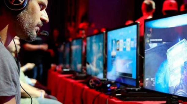 Imagen referencial. El IVA a los servicios digitales  recae también en el sector de los videojuegos. Las tarjetas prepago son una opción. Foto: AFP