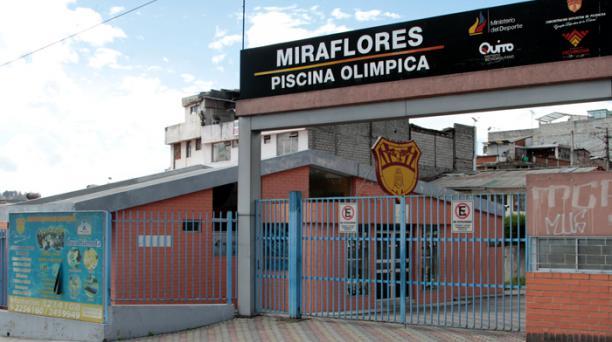 Imagen de archivo tomada el 28 de agosto del 2019, donde se puede ver los exteriores de la piscina de Miraflores, en Quito. Foto: Archivo/ EL COMERCIO