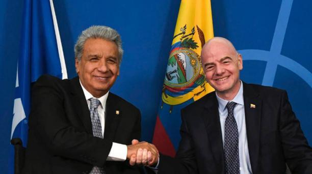 Imagen de Lenín Moreno (izq.) presidente de Ecuador, presentó a Gianni Infantino (der.) presidente de la FIFA, el proyecto Juego Limpio 2030 en Zúrich, tomada del portal oficial de la FIFA