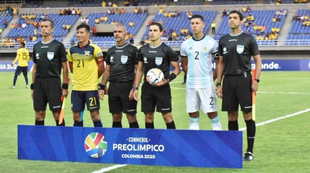 Imagen de las selecciones de Argentina y Ecuador se enfrentan en el estadio Hernán Ramirez Villegas de Pereira, en el torneo Preolímpico Sub 23, tomada de la cuenta de Twitter @Argentina