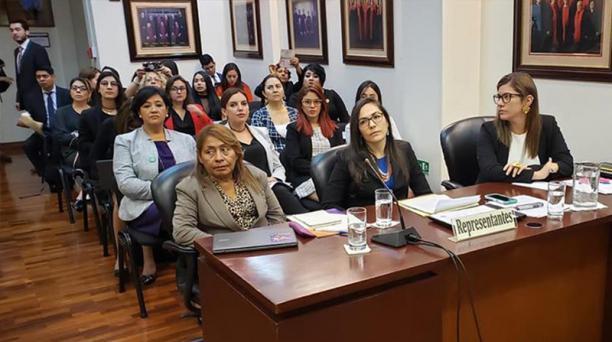 Petita Albarracín (izquierda) habló en la Corte Interamericana de Derechos Humanos sobre el caso de su hija Paola.