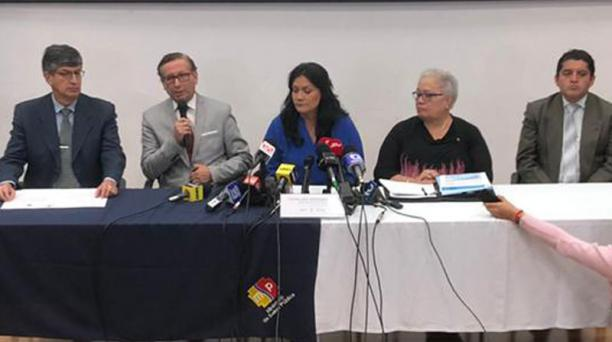 La ministra Andramuño (centro) presidió la rueda de prensa que se realizó anoche. Foto: Julio Estrella / EL COMERCIO