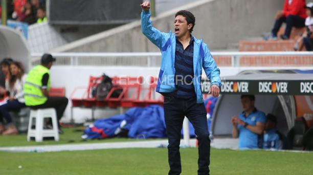 Imagen referencial de Paul Velez, DT de Macara, durante un partido en el estadio Rodrigo Paz Delgado. Foto: Diego Pallero / EL COMERCIO