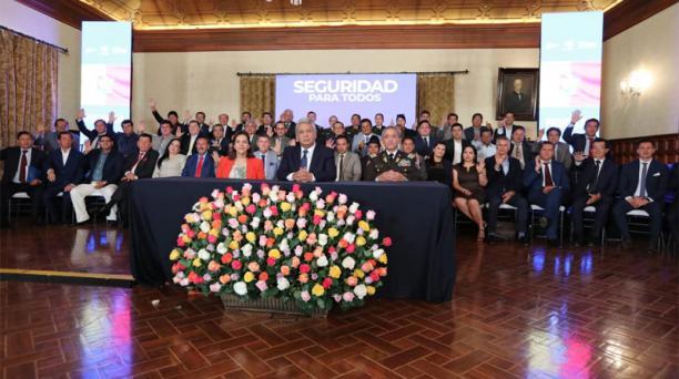 El presidente de la República, Lenín Moreno, se reunió este martes 4 de febrero del 2020 en Carondelet con las autoridades seccionales, para firmar convenios sobre seguridad. Foto: Presidencia de la República