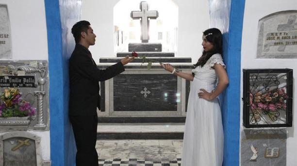 Las historias de romance y dolor se teatralizarán en cementerios y conventos en las rutas de San Valentín. Foto: Julio Estrella/ EL COMERCIO