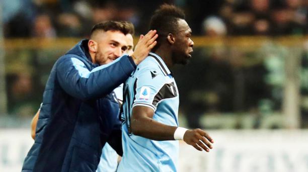 Felipe Caicedo (der.), de Lazio, festeja su gol ante Parma en el estadio Ennio Tardini de Parma, Italia, el 9 de febrero del 2020. Foto: EFE