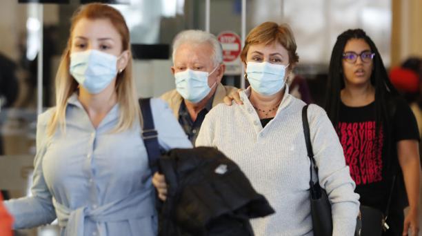 Como parte las medidas de prevención para evitar la llegada del coronavirus a Colombia, el Gobierno reforzará los controles de viajeros de nueve naciones, entre ellos, Ecuador. Foto: EFE