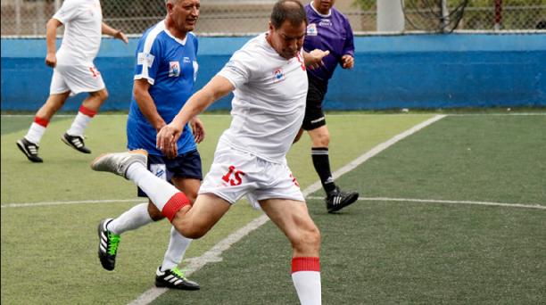 Pietro Marsetti jugando uno de los partidos que se desarrollan en el torneo del Parque Inglés. Foto: Archivo EL COMERCIO