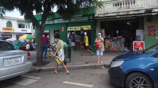 En Guayaquil, en la entrada del Guasmo Sur las actividades eran normales a las 10:30.