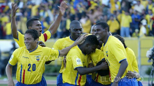 Jugadores de Ecuador festejan un tanto ante Paraguay el 27 de marzo del 2020. Foto: Archivo / EL COMERCIO