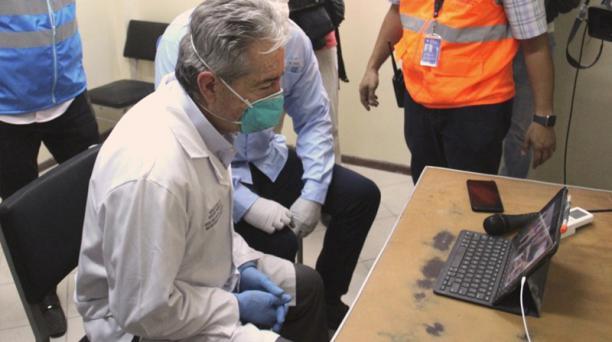 En los próximos días se espera la llegada de 200 000 kits para ambas, según el ministro Juan Carlos Zevallos (en la foto). Foto: Twitter / Ministerio de Salud