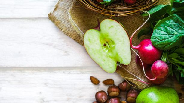 Las frutas y vegetales también poseen fitonutrientes, sustancias con poder antioxidante y antiinflamatorio. Se sugieren entre cinco y seis porciones.Foto: ingimage.