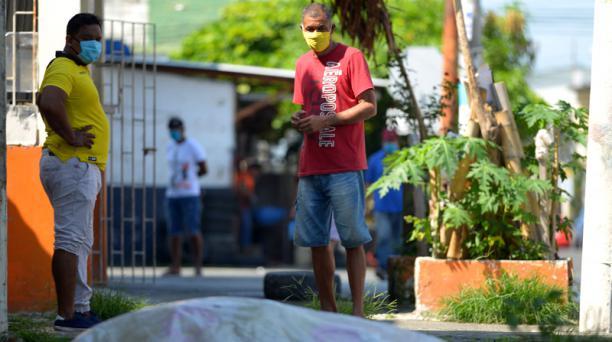 Según los vecinos, desde hace tres días está el cuerpo de 'El Gato' en Tulcán y Azuay. Foto: AFP