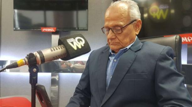 El abogado y periodista Roberto Román falleció en Guayaquil el 9 de abril del 2020. Foto de la cuenta Twitter @RobertoRomanV