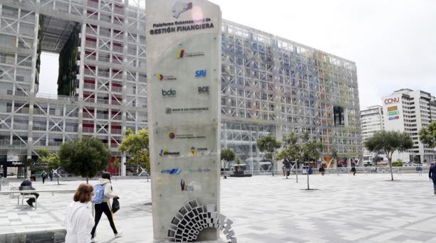 El Ministerio de Finanzas dispuso que no se realicen nuevos contratos, con excepciones. Foto: Archivo / EL COMERCIO