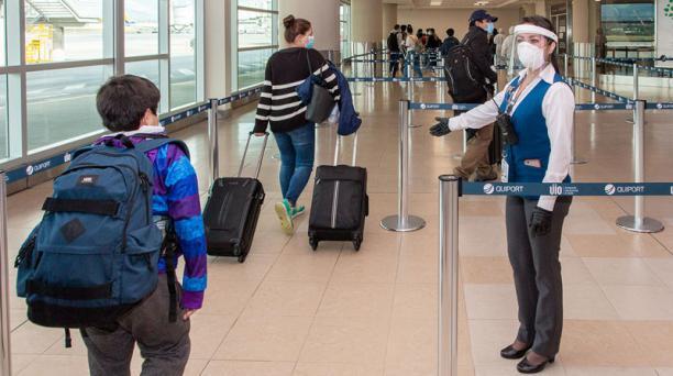 Imagen referencial. Las aerolíneas definieron las condiciones sobre la vigencia de los pasajes para que las personas retomen los vuelos, ante la pandemia. Foto: Twitter Aeropuerto de Quito