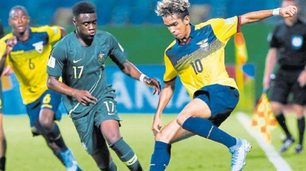 Johan Mina se destacó en el Sudamericano Sub 17. Marcó seis goles. A la izquierda, con Emelec. AFP