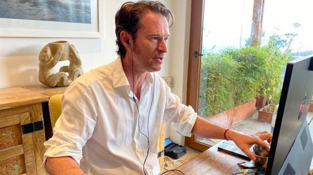 Santiago Peralta en la cata virtual del chocolate con público europeo. Foto: Cortesía Santiago Peralta