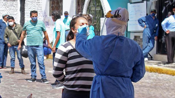 El informe del Ministerio de Salud Pública indica que este 25 de junio del 2020 los casos de covid-19 en Ecuador ascendieron a 53 156. Foto: Julio Estrella/ EL COMERCIO.