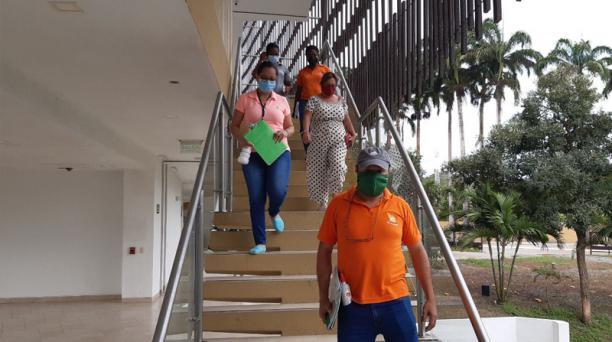 Los técnicos del Municipio y del Ministerio de Turismo inspeccionaron el hotel Makana. Foto: Cortesía Dirección de Turismo de Atacames
