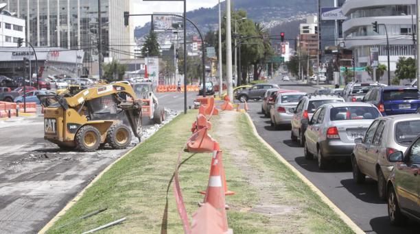 Una fuerte congestión vehicular se registró en el sector de La Carolina, norte de Quito, por las obras en la av. Eloy Alfaro. Foto: Diego Pallero/ EL COMERCIO