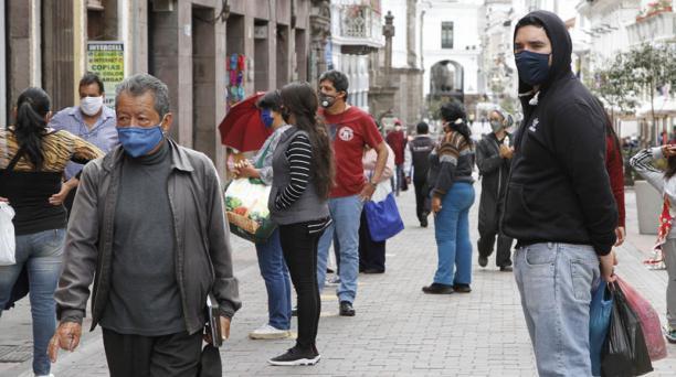 El COE Nacional dio a conocer este 30 de junio del 2020 las nuevas reglas que regirán en el país para ciudades con semáforo amarillo. Quito, que registra un importante aumento de casos de covid-19, tendrá excepciones. Foto: Eduardo Terán/ EL COMERCIO.
