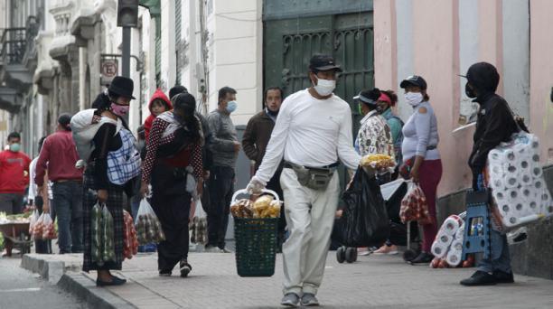 Algunas de las nuevas reglas para los cantones en semáforo amarillo no aplicarán para Quito, que desde que cambió el color del semáforo epidemiológico registró un importante aumento en los casos confirmados  y en personas fallecidas por covid-19. Foto: Ed