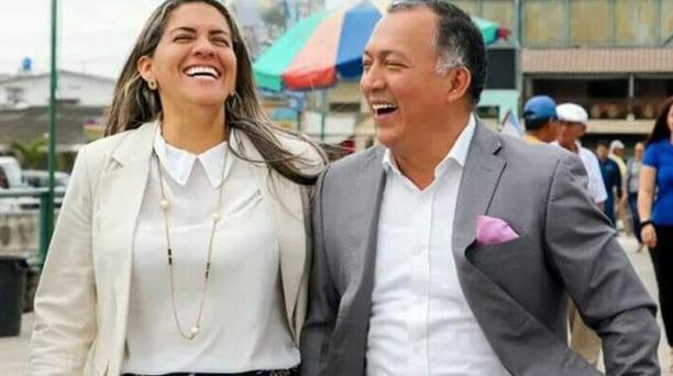 La Viceprefecta de El Oro junto al prefecto Clemente Bravo. Foto: Twitter / Clemente Bravo
