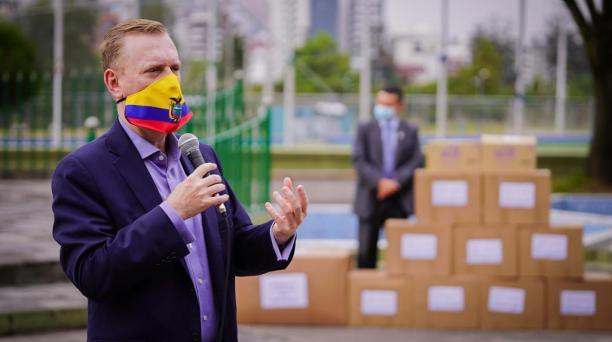 El embajador de Estados Unidos en Quito, Michael J. Fitzpatrick, dijo que EE.UU. ha retirado 300 visas a ecuatorianos que son investigados por diferentes delitos. Foto: Twitter US Embassy Ecuador