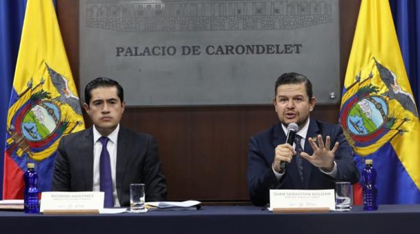 El ministro de Economía, Richard Martínez (izq.), dio ayer detalles de la propuesta.