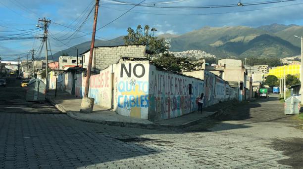 La madre de familia dice que no avisan a nadie que tienen síntomas de covid-19 para evitar ser desalojados de la vivienda. Foto: Eduardo Terán / EL COMERCIO