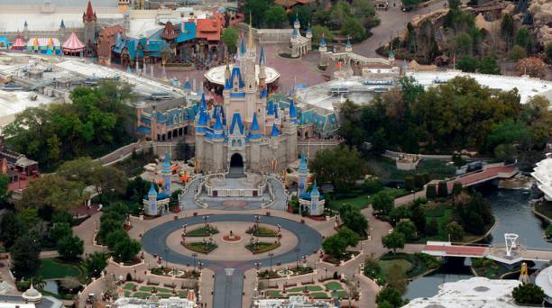 Vista aérea de Magic Kindom, que abrirá sus instalaciones desde mañana