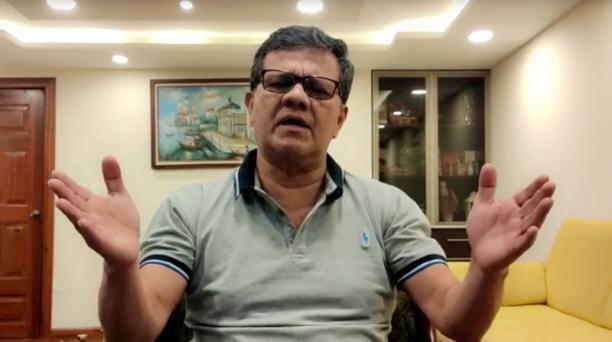 El asambleísta Eliseo Azuero dirigiéndose a sus seguidores de redes sociales la madrugada de este miércoles 15 de julio de 2020. Foto: Captura