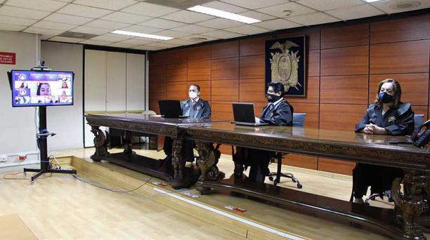 Los jueces de la Corte Nacional, David Jacho (principal), Dilza Muñoz y Wilman Terán, darán a conocer la resolución en el caso Sobornos. Foto: cortesía Corte Nacional