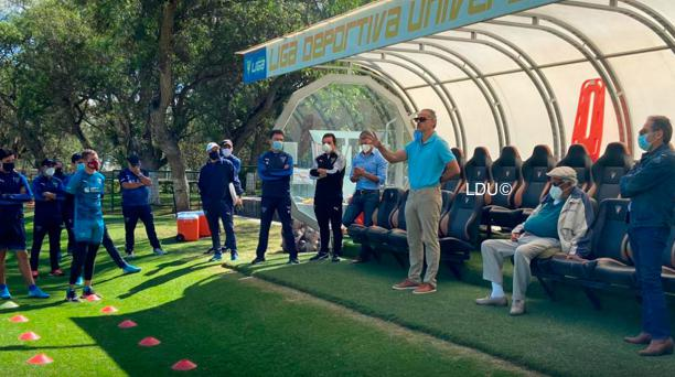 Un entrenamiento de Liga de Quito con la visita de Esteban y Rodrigo Paz en el Centro de Alto Rendimiento de Pomasqui. Tomado de Liga de Quito