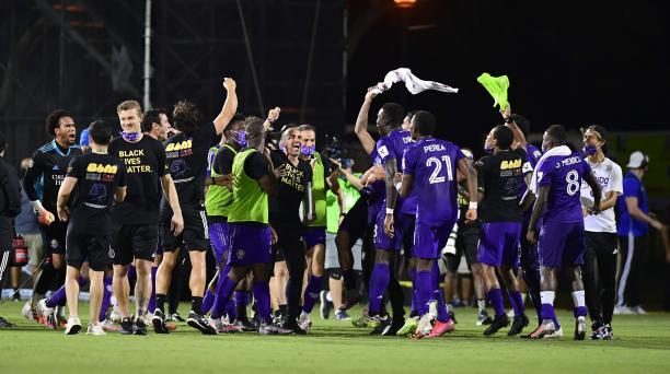 Los jugadores de Orlando City celebran su victoria después de un partido de cuartos de final del Torneo MLS Is Back entre Los Angeles FC en ESPN Wide World of Sports Complex el 31 de julio de 2020 en Reunion, Florida. AFP