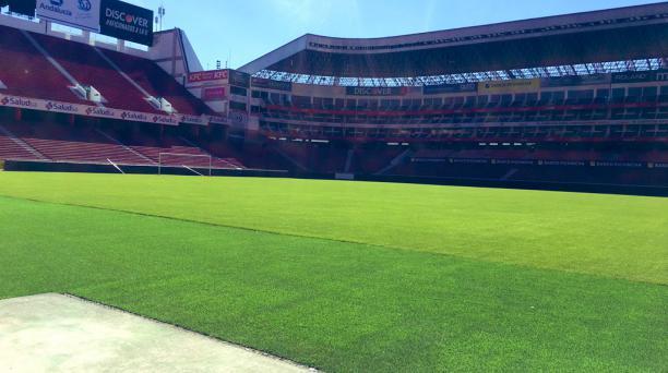 El estadio Rodrigo Paz Delgado está listo para el retorno del fútbol con el amistoso entre LDU e Independiente del Valle