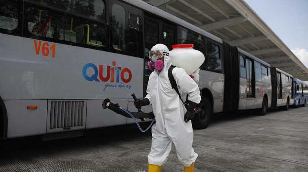 Los buses serán desinfectados en cada vuelta, cuando se encuentren sin pasajeros y al finalizar la jornada. Foto: archivo / EL COMERCIO