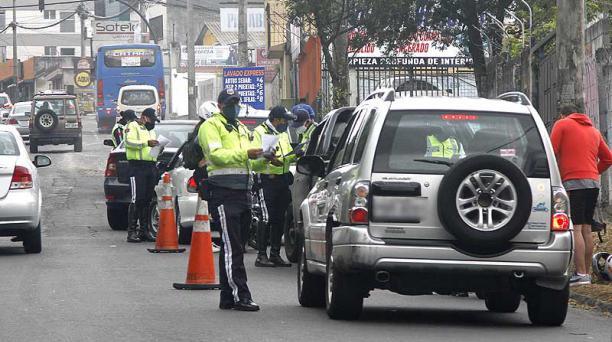 En Quito, los vehículos particulares pueden circular tres veces por semana. Foto: Eduardo Terán / EL COMERCIO