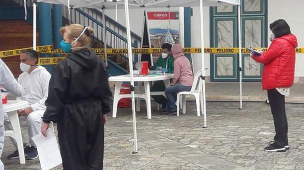 El Consejo Nacional Electoral, en Quito, realiza trámites para la entrega de certificados de votación a las personas que necesitan el documento. Foto: cortesía